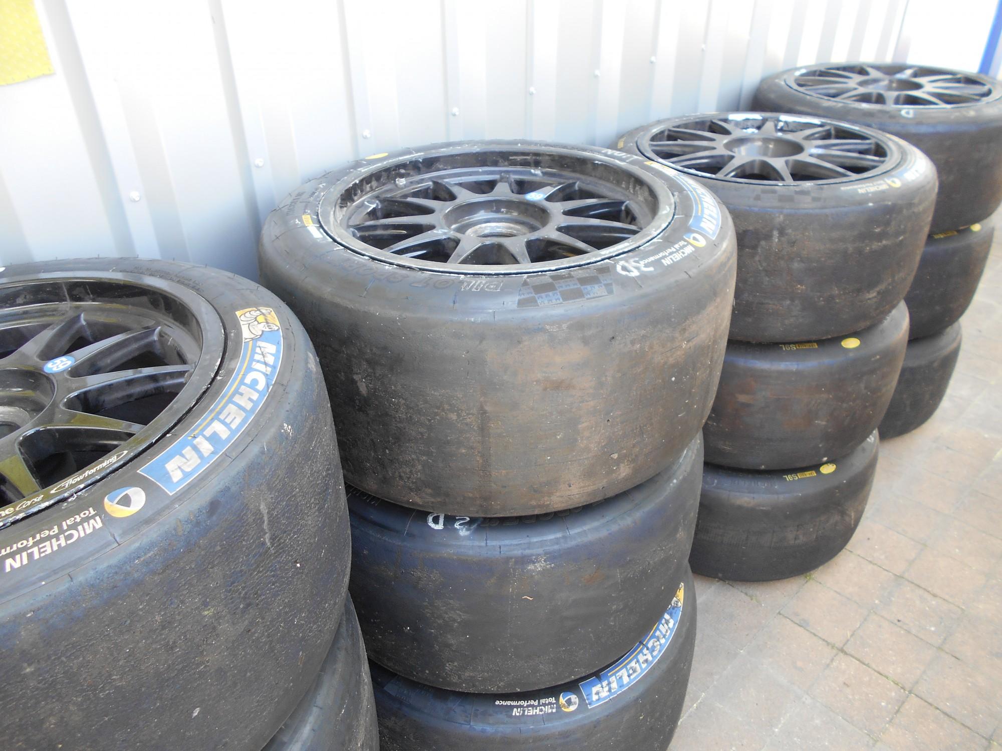 vente de pneu sport montpellier vente de pneus neufs et. Black Bedroom Furniture Sets. Home Design Ideas